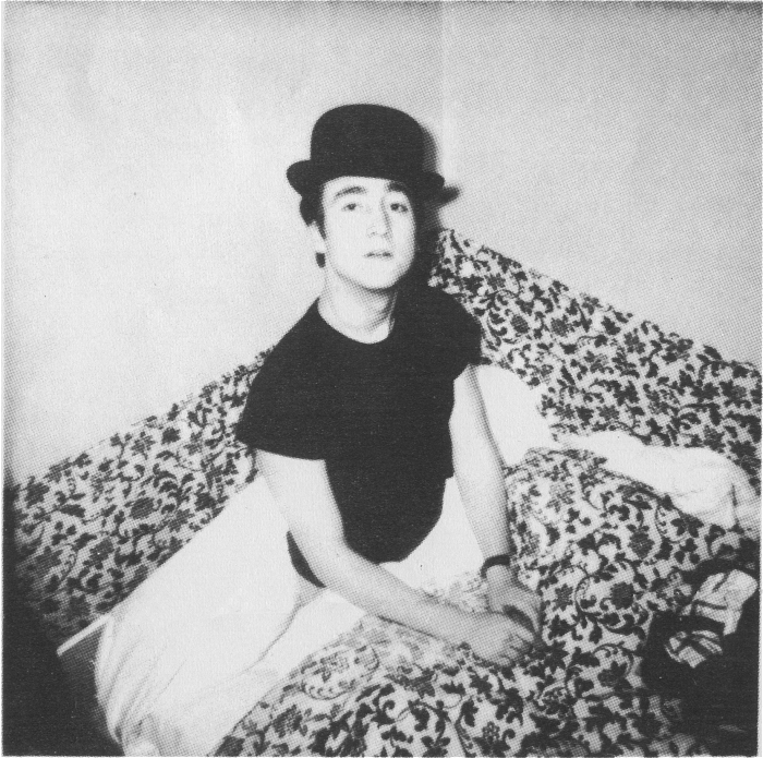 The Beatles Polska: John Lennon obchodzi swoje 21 urodziny z Paulem w Paryżu.